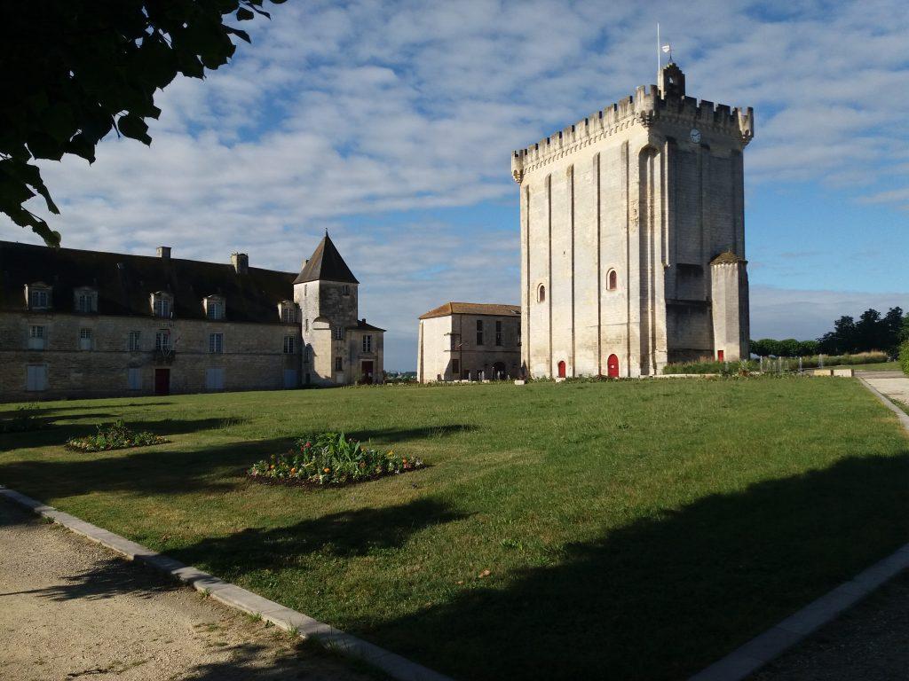 Cité Médiévale et son Donjon l